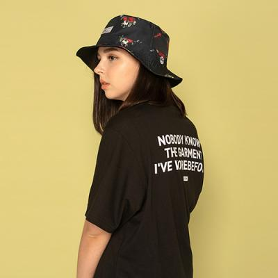 NOBODY KNOWS S/S TEE-BLACK